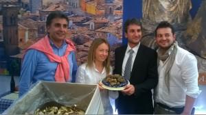A Pergola, per la Fiera del Tartufo, Giorgia Meloni con Antonio e Francesco Baldelli