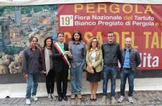 Simone Massi e la giunta comunale di Pergola