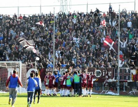 Alma Juventus Fano: l'abbraccio fra tifosi e squadra
