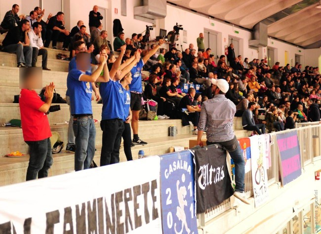 Tifosi di Cremona al palaMondolce