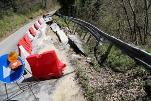 Frana sulla provinciale da Macerata Feltria a Monte Cerignone
