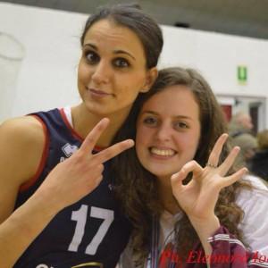 Giada Biagioli con una giocatrice del Volley Pesaro