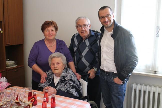 Nonna Emilia coi figli e il sindaco Ricci