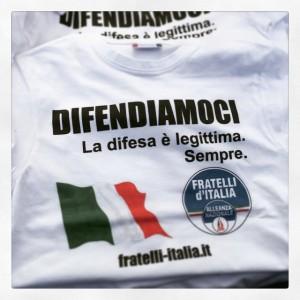 Legge sulla legittima difesa, la maglietta di Fratelli d'Italia-Alleanza nazionale
