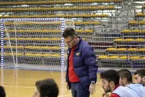 Osimani, allenatore dell'Italservice PesaroFano, a testa bassa