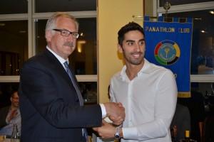 Filippo Magnini con Alberto Paccapelo durante l'ultima conviviale del Panathlon club