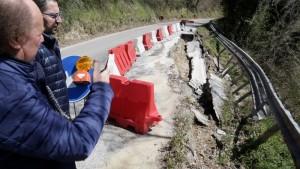 Danni da maltempo: Tagliolini ed il sindaco di Macerata Feltria nel precedente sopralluogo