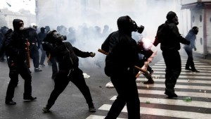 Black bloc a Milano (foto tratta da lastampa.it)