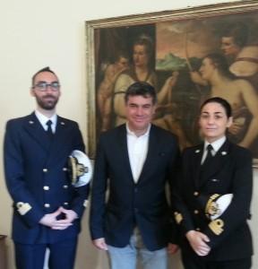 Il nuovo comandante della Capitaneria di Porto Eliana Di Donato, l'uscente Fabrizio Marilli e il sindaco Massimo Seri