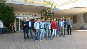 I sindaci davanti all'ospedale di Sassocorvaro