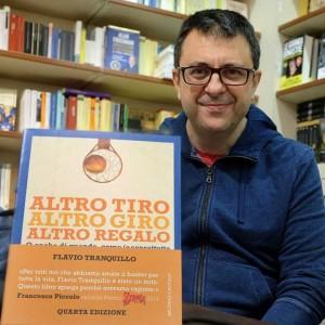 Flavio Tranquillo con il suo ultimo libro