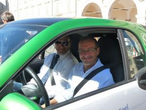 Il sindaco Ricci nel test-drive in Piazza con Enel Energia