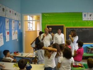 Il sindaco Seri e l'assessore Mascarin salutano gli studenti nel primo giorno di scuola