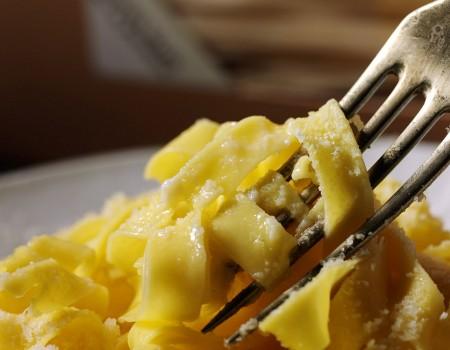 th_8a2355b84201b4587783d996e6bc3955_Milano-Ad-forchettata-pasta1