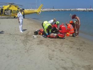 Un'operazione di soccorso della Guardia Costiera durante l'estate 2015