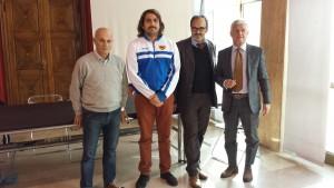 Da sinistra Giulio Gigliotti, responsabile Ufficio Sport del Comune di Pesaro, il giocatore della Pesaro Rugby Marco Sanchioni, il presidente della Pesaro Rugby Simone Mattioli e il primario di urologia Valerio Beatrici