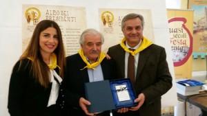 Il sindaco di San Costanzo Margherita Pedinelli, il presidente della Pro Loco Andrea Triani e il vicepresidente del Consiglio Regionale Renato Claudio Minardi