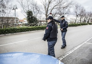 Pesaro, controlli della polizia