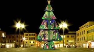 L'albero natalizio in Piazza a Fano
