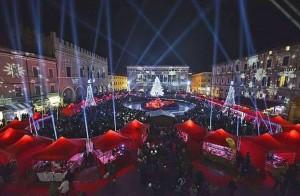 Piazza del Popolo illuminata Natale