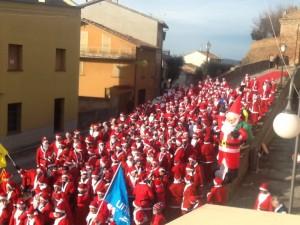 La Corsa dei Babbi Natale alla partenza di Barchi