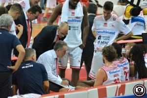 Bucchi impartisce indicazioni alla squadra (Foto Filippo Baioni)