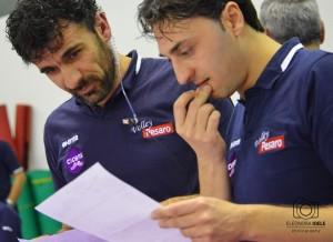 Bertini e il suo vice Burini osservano le statistiche (Foto Eleonora Ioele)