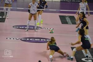 Il grande lavoro difensivo di Alice Santini e delle compagne di squadra (Foto Eleonora Ioele)