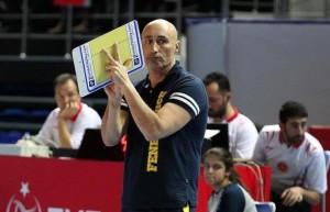 Marcello Abbondanza sulla panchina del Fenerbahce Istanbul (dalla pagina Facebook)