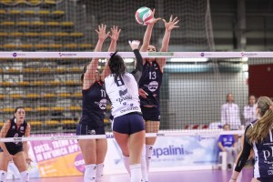 Le mani di Viola Tonello contro l'attacco di Claudia Provarono (Foto LVF)