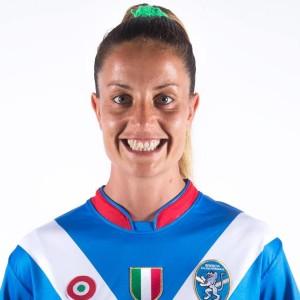 Raffaella Manieri con la maglia di Brescia (dalla pagina Facebook)