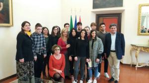 Gli studenti dell'Olivetti col sindaco Massimo Seri