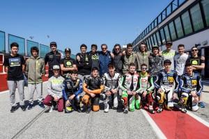 Valentino e i membri del VR46 al Misano World Circuit dedicato a Simoncelli