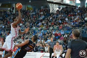 La Vuelle sconfitta da Cremona all'Adriatic Arena (Foto Filippo Baioni)
