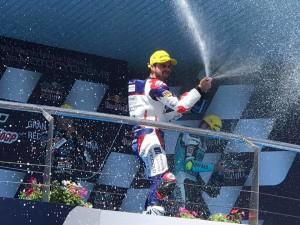 Fenati festeggia sul podio di Jerez