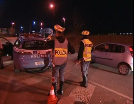 Agenti della stradale in azione