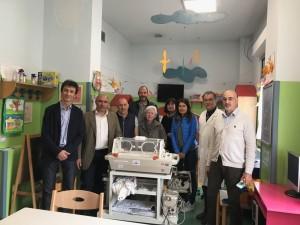 L'incubatrice donata da Renatoè alla Pediatria del San Salvatore