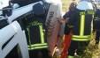 Camion fuori strada a Piandimeleto: le foto dell'intervento dei vigili del fuoco