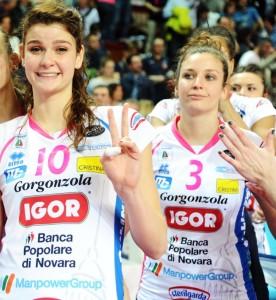 Carlotta Cambi, maglia numero 3, con l'ex pesarese Cristina Chirichella (Foto Rubin/LVF)