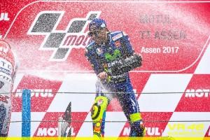 Valentino Rossi sul podio di Assen (foto tratta da Fb da Valentino Rossi VR46 Official)
