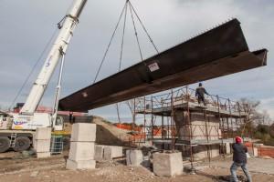 Una fase dei lavori al Ponte sul Cesano