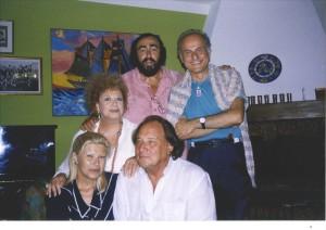 Luciano Pavarotti con Giorgio Girelli, Katyna Ranieri, Angela Maria Bocci e Riz Ortolani