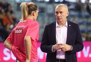 Massimo Barbolini, allenatore dell'Igor Gorgonzola, e in basso Daniele Santarelli che guida l'Imoco (dalle pagine Facebook delle due società)