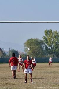 Un calcio di punizione di Babbi (Foto Corrado Belli)