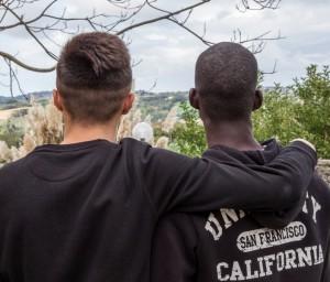 foto orizzontale Due minori che hanno partecipato al progetto