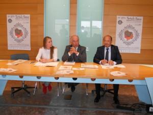 Da sinistra: il vicesindaco di Sant'Angelo in Vado Romina Rossi, il sindaco Gianalberto Luzi e il direttore di Confcommercio Amerigo Varotti