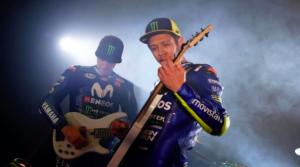 Valentino Rossi e la Yamaha 2018 (screenshot tratto da filmato Instagram)
