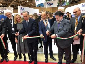 Il Direttore Confcommercio Varotti, l'Ambasciatore italiano Terracciano, il Direttore ENIT Bastianelli ed il proprietario dei Magazzini GUM Kusnirovich.