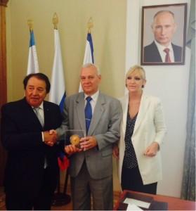 Alberto Drudi e Gisella Bianchi con il nuovo Governatore della Crimea