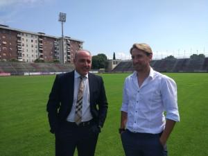 Il d.g. del Fano Simone Bernardini con mister Massimo Epifani (foto almajuventusfano1906.com)